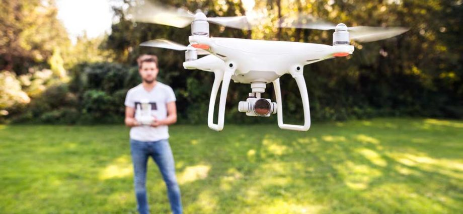 Drones de loisir : ils doivent être enregistrés et leurs pilotes formés