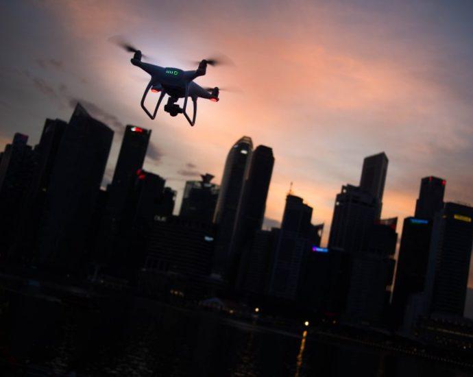 À quelle hauteur un drone peut-il voler ?